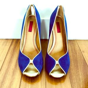 🎉HP🎉 Saks 5th Avenue suede blue & gold heels